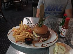 Hash House Burger with Mushroom, Red Pepper and Fries as one free side
