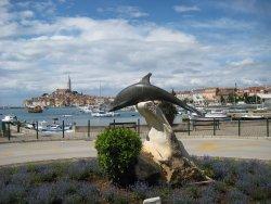 Delfin-szobor