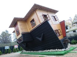 Upside Down House (Dom Do Gory Nogami)