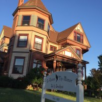 Le Chateau The Manor Bed and Breakfast