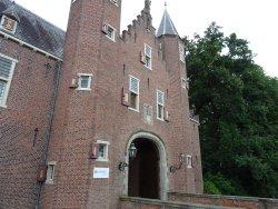 rozentuin van het 13de eeuwse Kasteel Nijenrode