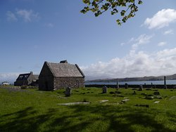St Oran's Chapel and the burial ground