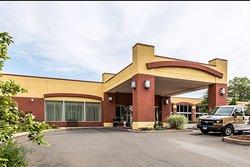 Clarion Hotel & Suites Hamden