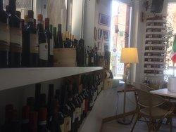 i nostri deliziosi aperitivi accompagnati da una buona cantina di vini. La qualità dei prodotti