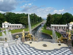 ‪Park And Gardens of Peterhof‬