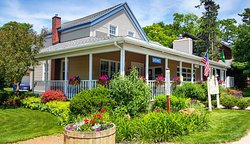 Glen Arbor Bed and Breakfast and Cottages