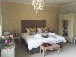 sehr großes und bequemes Doppelbett...