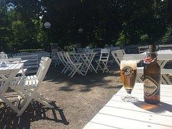 En öl i solen