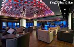 SkyZ Dine & Bar