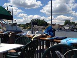 Schooner's Riverside Pub