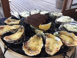 Excellent service, fresh oysters