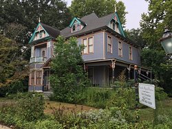 Smith-Byrd House Bed & Breakfast and Tea Room
