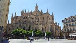 Memorable day tour of Toledo and Segovia