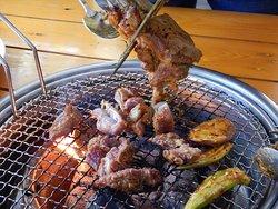 炭火ヤギ焼肉が食べられます