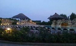 ....la piscina by night