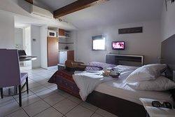 Adonis Carcassonne - Residence la Barbacane
