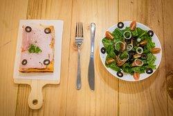 Combo 1 slice + salad + drink