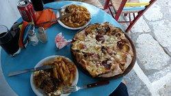 pizza petrino και πενες με μοσχάρι