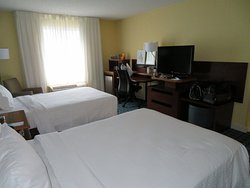 Duas camas de casal tamanho padrão