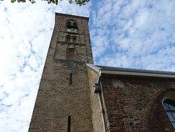 De Engelmunduskerk Oud Velsen uit de 12de eeuw