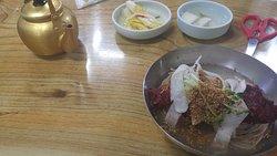 Main Family Sin Sukhui Jingol Buckwheat Noodles