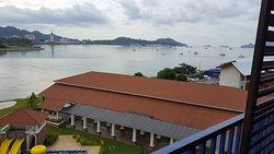 Scenic Resort, good buffet spread , mesmerizing infinity pool