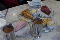 Fra venstre: Forårstærte, Werners valsetærte, Sensommertærte, Blåbær genskær