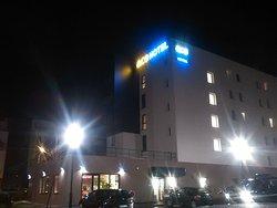 esterno dell'hotel la sera del 1 gennaio 2016