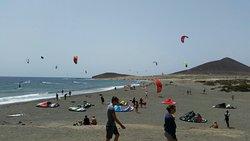 Surfing, Windsurfing & Kitesurfing