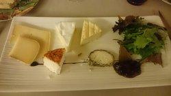 Assiettes de fromages (chèvre à la mexicaine, camembert sarthois, tomme de la Sarthe)