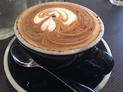 Komuni Cafe