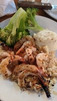 Grilled shrimp with broccoli and mash potato