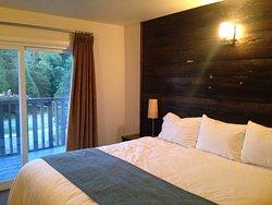 Pine Lodge Inn