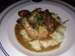 DELICIOUS Shrimp and Grits Entree - AMAZING flavors!!!