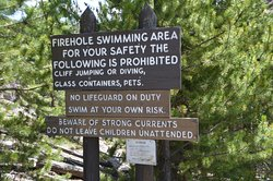 Plenty of signs against cliff jumping