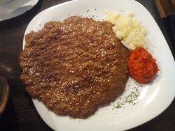 disco di carne con salse saporite
