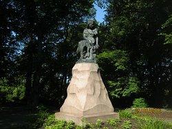 Linda Monument