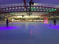皇后冰上竞技场