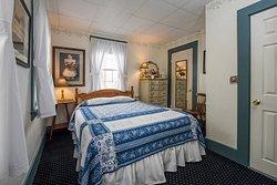 Queen bed room
