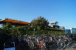 Fahrradständer vor der Terasse