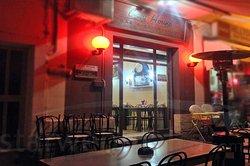 Greyhound Bar & Restaurant