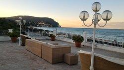 Una terrazza sul mare