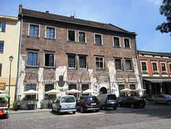 House of Landau