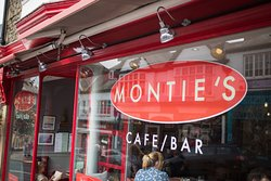 ‪Monties Cafe & Guesthouse‬