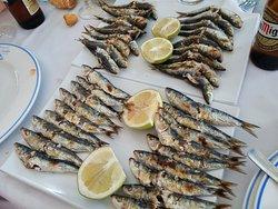 Espetos de 9 sardinas exquisitas: 5,5€