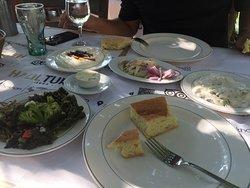Yemekler şahane mezeler çok lezzetli personel saygılı mekan sessiz huzurlu