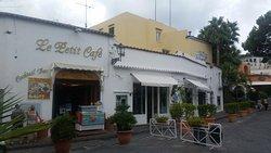 Le Petit Cafe Cocktail Bar