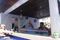 Mixology class at Hideaway pool