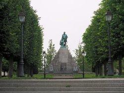 Monument à Mariette-Bey