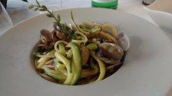 Spaghetti di Gragnano alle vongole veraci di Goro e zucchine